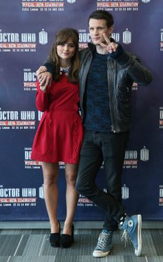 Matt Smith, Jenna Coleman, Doctor Who. (Note the converse shoes! :) )>>>> I think Matt Smith is in a gansta moooooood - PEACE YO I Am The Doctor, Bbc Doctor Who, Eleventh Doctor, Matt Smith, Serie Doctor, Clara Oswald, Peter Capaldi, Film Serie, David Tennant