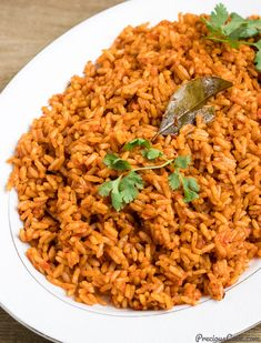 The great Nigerian Jollof Rice made complete with fried chicken. Filled with big flavors, this is the ultimate African chicken and rice dish! Rice Recipes, Chicken Recipes, Cooking Recipes, Dishes Recipes, What's Cooking, Recipies, African Rice Recipe, Riz Jollof, Jollof Rice Nigerian