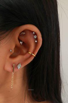 Unique Ear Piercings, Ear Piercings Tragus, Cool Piercings, Multiple Ear Piercings, Cartilage Earrings, Helix Ear Piercing, Rook Piercing Jewelry, Ear Jewelry, Jewellery