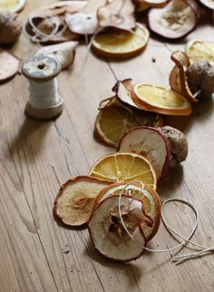 DIY: A Dried Fruit Garland for the Holidays