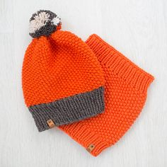 This hand knit Little Merino Hat and Snood was crafted using a pure merino yarn. Very comfort and stylish spring set.    Machine wash cool. Lay flat to