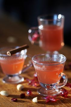Helppo karpaloglögi | K-ruoka #joulu #juoma Mulled Wine, Christmas Drinks, Halloween Birthday, Yummy Drinks, Punch Bowls, Panna Cotta, Birthdays, Favorite Recipes, Ethnic Recipes