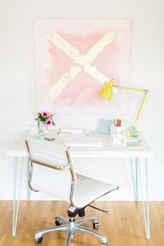They say people are way more productive when they have a clean, well organized space to work. I find that to be so true and feel way more inspired with pretty scenery. which brings us to the topic of offices – really chic ones where pink is a neutral and