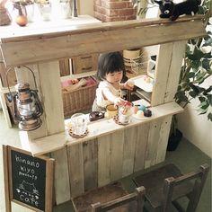 腰板に使っていた木材と使わなくなっていた棚を組み合わせてカウンターキッチンを作りました。