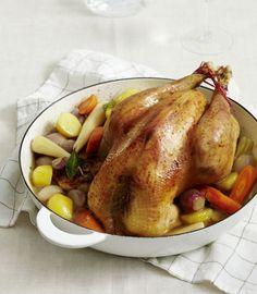 Rezept für Bresse-Poularde mit Ofengemüse bei Essen und Trinken. Ein Rezept für 4 Personen. Und weitere Rezepte in den Kategorien Geflügel, Gemüse, Gewürze, Kartoffeln, Kräuter, Alkohol, Hauptspeise, Braten (Fleisch), Backen, Schmoren, Einfach.