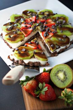 Chocolate Strawberry Kiwi Dessert: a fun fruit-filled twist on pizza (gf, vegan).