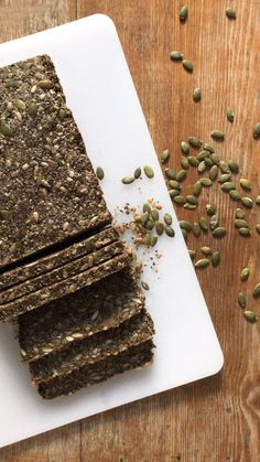 Discover our healthy bread recipe based on nuts & seeds (gluten-free + vegan). Discover our healthy bread recipe based on nuts & seeds (gluten-free + vegan). Vegan Keto, Sans Gluten Vegan, Pan Sin Gluten, Vegan Nutrition, Dairy Free Recipes Healthy, Healthy Food Alternatives, Raw Food Recipes, Healthy Dinner Recipes, Keto Recipes