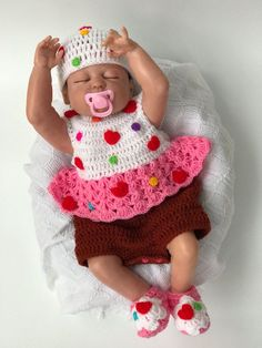 Baby Cupcake Costume Baby Valentines Day by CutenCuddlyOutfits Costume Halloween, Halloween Kostüm Baby, Baby Halloween Outfits, Baby Cupcake, Cupcake Costume Baby, Saloon Girl Costumes, Baby Costumes, Crochet Costumes, Cute Baby Dresses