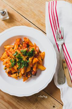 _MG_7374_a Penne, Ratatouille, Thai Red Curry, Chili, Food And Drink, Vegan, Ethnic Recipes, Chili Powder, Chilis