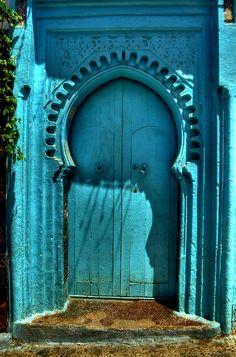 green door and portal Cool Doors, Unique Doors, The Doors, Windows And Doors, Front Doors, Door Knockers, Door Knobs, Moroccan Doors, Moroccan Blue