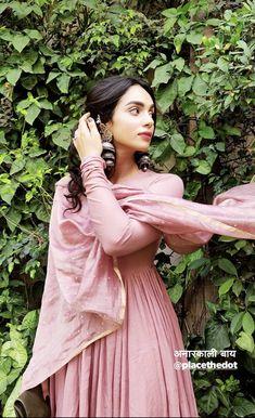 Desi Wedding Dresses, Indian Wedding Outfits, Stylish Dresses For Girls, Nice Dresses, Dress Indian Style, Indian Dresses, Casual Indian Fashion, Churidar, Anarkali