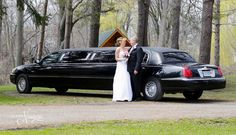 2014-05-03-Niagara-Falls-Ontario-Canada-discreet-outdoor-wedding-elope-couple-small-log-chapel-elopement-spring-nature-marriage-ceremony-union-limo-destination