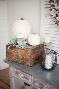 diy fall decor Simple and neutral fall farmhouse dining room decor using natural elements and a mix of textures. Fall Home Decor, Autumn Home, Diy Home Decor, Diy Autumn, Decor Room, Fal Decor, Coastal Decor, Decor Crafts, Bedroom Decor