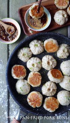 Tasty moist pork wrapped with half-soft half-crispy dough Shanghai pan-fried pork buns traditionally served as breakfast make a great party food. Pork Recipes, Asian Recipes, Cooking Recipes, Indonesian Recipes, Asian Desserts, Orange Recipes, Health Desserts, Cooking Tips, Gastronomia