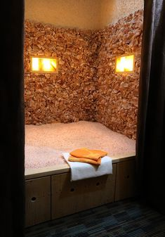 Welcome to Saltwonder! The first man-made Himalayan Salt Cave in B. Home Spa Room, Spa Day At Home, Spa Rooms, Spa Interior Design, Spa Design, Salt Cave Spa, Salt Room Therapy, Himalayan Salt Cave, Rock Room