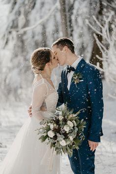 Brautkleid für eine Winterhochzeit Wedding Dresses, Fashion, Bridle Dress, Gowns, Bride Dresses, Moda, Bridal Gowns, Fashion Styles, Weeding Dresses