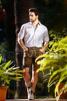 Fesche Lederhosen für Herren von Krüger... Und für die Damen hat's a Dirndl... passgenau und günstig.