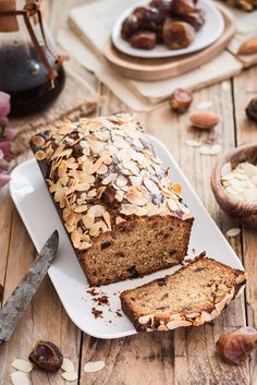 Un Cake, Mets, Cake Cookies, Chic Chic, Banana Bread, Food, Deserts, Sliced Almonds, Dates