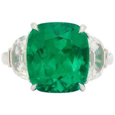 Very Fine Gem Quality Colombian Emerald Diamond Platinum Ring | From a unique collection of vintage cocktail rings at https://www.1stdibs.com/jewelry/rings/cocktail-rings/