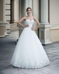 To jest cudowna suknia, taka zwykła ale piękna. Kolekcja na rok 2015.