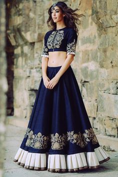 Indian lehenga - Designer Lehenga is considered to be the best for women who believe that saree is not their cup of tea Lehengas are a no hassle outfit that clings to a seductive hem The waistline gives you the sigh Designer Bridal Lehenga, Bridal Lehenga Choli, Ghagra Choli, Pakistani Bridal, Chaniya Choli For Navratri, Designer Lehanga, Lehenga Wedding, Lehenga Choli Designs, Lehenga Choli Online