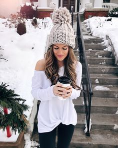 Chunky Beanie + Off Shoulder | Streetstyle