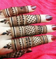 Simple Mehendi designs to kick start the ceremonial fun. If complex & elaborate henna patterns are a bit too much for you, then check out these simple Mehendi designs. Henna Hand Designs, Finger Mehendi Designs, Mehndi Designs Book, Stylish Mehndi Designs, Mehndi Designs For Fingers, Mehndi Patterns, Mehndi Design Pictures, Beautiful Mehndi Design, Bridal Mehndi Designs