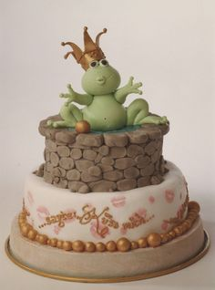 frog prince cake...so incredibly precious...whenever I get married I want this as my wedding shower cake (on account of all the frogs I've kissed)