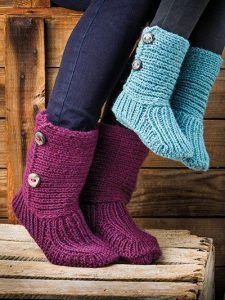 Such cozy boots for both little and big feet. Attach a leather pad to the bottom… Such cozy boots for both little and big feet. Attach a leather pad to the bottom for some serious lounging boots! Knitting For Kids, Loom Knitting, Knitting Socks, Hand Knitting, Knitting Machine, Knitted Booties, Knit Boots, Knitted Slippers, Ugg Boots