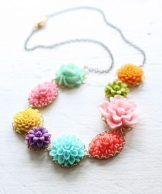 flower necklace - pretty little things Diy Jewelry, Jewelry Box, Jewelry Accessories, Jewelry Necklaces, Jewelry Making, Unique Jewelry, Jewellery, Things To Buy, Girly Things