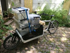 Moving  / #bullitt #Larryvsharry #cargobike