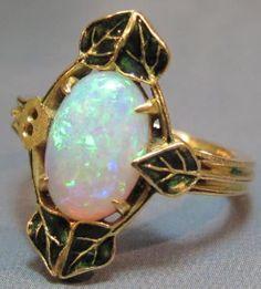 Lalique 1900 'Feuilles De Lierre Et Opale' Ring: 18 K gold w/ivy leaves around a central oval opal