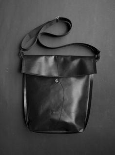 T/03 - LP 01/ 100% black Laptop Sleeves, Lp, Leather Backpack, Backpacks, Handbags, Collection, Black, Fashion, Moda