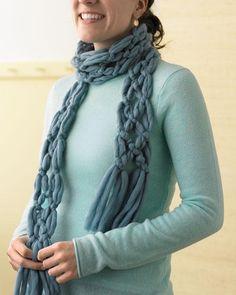 DIY Yarn Crafts : DIY No - Knit Yarn Scarf