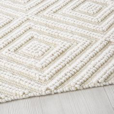 Ecru Wool and Cotton Rug with Graphic Motifs on Maisons du Monde. Shag Carpet, Rugs On Carpet, Rug Texture, Weaving Textiles, Sheepskin Rug, Ecru Color, Trendy Home, Types Of Rugs, Fashion Room