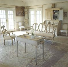 Love the Gustavian Style, though my husband would complain - where's the comfortable seating and the remote. Henhurst Interiors: A Few of My Favorite Things - Gustavian Furniture Swedish Decor, Swedish Style, Swedish Design, French Style, French Interior, Home Interior, Interior Design, Design Design, Wabi Sabi