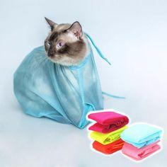 Práctica bolsa de tela respirable para los cuidados esenciales y aseo de tus gatos. Con esta fantástica bolsa podrás hacer todas esas tareas que los felinos tan difícilnos ponen, como cortarles las uñas, limpiarles los oídos, darles las inyecciones, ducharles, etc. Todos esos problemas son cosa del pasado con nuestra