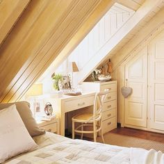 14 Fabulous Rustic Chic Bedroom Design and Decor Ideas to Make Your Space Special - The Trending House Attic Bedroom Designs, Attic Bedrooms, Bedroom Loft, Home Interior, Interior Design, Bedroom Photos, Scandinavian Bedroom, Attic Spaces, Double Bedroom