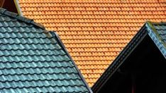 Do you have a dirty roof? Before you climb up a ladder, learn about the best roof cleaning techniques and how you can prevent organic build-up and a dirty roof. Types Of Roofing Materials, Roofing Options, Roofing Services, Roofing Contractors, Roof Leak Repair, Roof Cleaning, Do It Yourself Furniture, Commercial Roofing, Wood Shingles