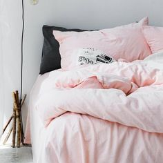 Sink into a bed covered in the softest and famous dogwood pink linen duvet cover. The feeling is warm and indulgent. Linen bedding is hypoallergenic to give you a no-worry, restful sleep. The prewashed linen fabric give it a soft feel and enhanced durability, so you enjoy your bedding for much longer. Machine washable. All pieces are made of linen woven from Frenc