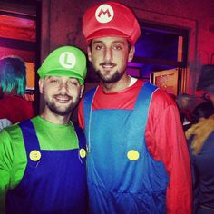 I finally discovered this picture, and now I know who Luigi was @ the Spurs Halloween Party...Umberto, Marco Belinelli's brother!!! This is an awesome family ^_^