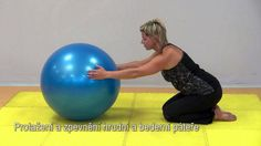 Cviky proti bolesti páteře a velkých kloubů. Pilates cvičení na míči. Fit centrum Helptobefit v Olomouci.