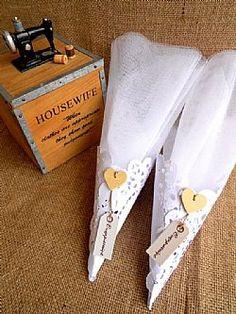 Μπομπονιέρα γάμου χωνί δαντέλα με λευκά τούλια
