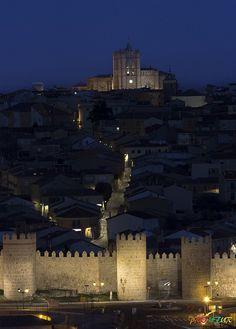 Un reportaje de como se ve Ávila con la nueva iluminación. Preciosa.