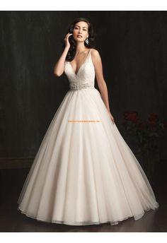 Robe de mariée princesse col V tulle avec ceinture perles