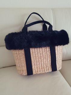 いざ、冬のコーデに取り入れようと思っても、夏のイメージが強すぎてなかなか使い道が分からないという人には、お手持ちのかごバッグに毛糸やファーを付けるのもおすすめです。 簡単にファーを、縫い付ければ冬使用のカゴバッグに変身しました!