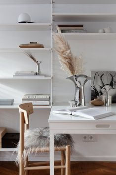 This all white space is decorated in quite a simple and modest way, yet has lots of style and a calming vibe all over it. I like the use of light fabrics like the light beige sofa cover*, the light … Continue reading → Modern Room Decor, Stylish Home Decor, Home Design, Interior Design, Plank Ceiling, Bulb Flowers, Scandinavian Design, Scandinavian Interiors, Light Colors