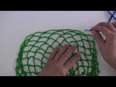 A soccer or volleyball bag. Malla o red porta pelota de football o voley tejida a crochet