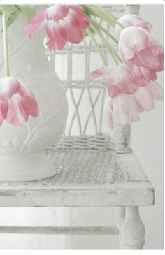 pink and white - chair and tulips White Tulips, Pink Tulips, Pink Flowers, Pink Love, Pink And Green, Pink White, Pale Pink, Pretty Pastel, Beautiful Flowers