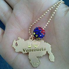 cadena mapa de venezuela laminado antoaccesorios Most Beautiful Women, Jewlery, Pendant Necklace, Country, Pretty, Necklaces, Costumes, Jewels, Gifs